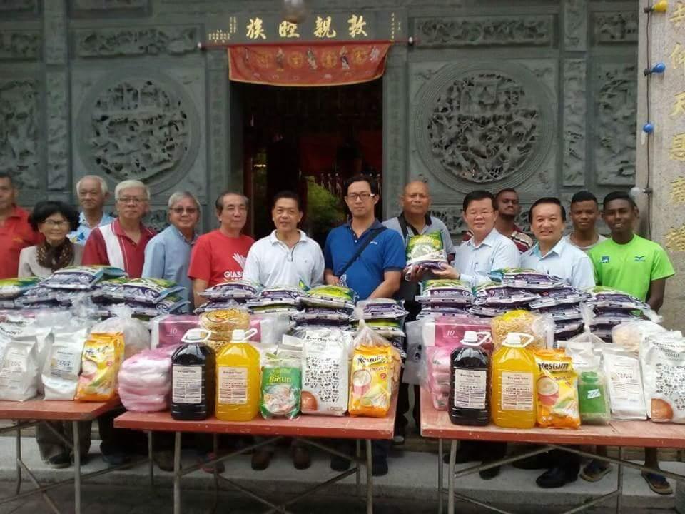 捐献米糧予慈善机构。 本会馆感谢YB 曹观友州行政议员出席见证
